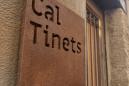 L'Ajuntament col·loca les darreres plaques amb els noms originals de cases de Calaf