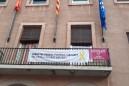 Calaf commemora el 8 de març amb la penjada de banderoles feministes i una exposició