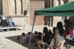 Els veïns del nucli antic animen la plaça Gran amb una tarda infantil
