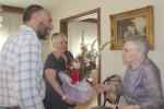 El consistori de Calaf felicita la Pepeta Muxí Font pels seus 101 anys