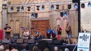 El Desfolca't torna a omplir el nucli antic de Calaf de música tradicional i popular