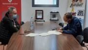 L'artista calafí Ramon Puigpelat cedeix prop de 140 llibres a l'Ajuntament de Calaf