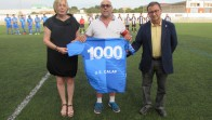 Lliurament de la samarreta del mil·lenari per part de la UE Calaf