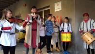 Alumnes interpretant cançons medievals
