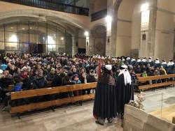 Interior església durant les ofrenes dels Reis al nen Jesús