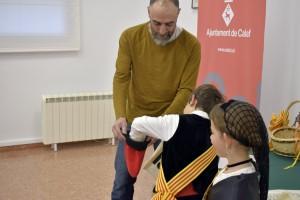 Jordi Solsona i la DunaMasafret -hereu i pubilla sortints- juntament Jordi Badia, alcalde de Calaf realitzant el sorteig dels nous representants municipals