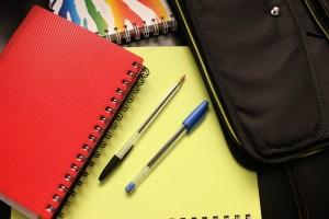 beques material escolar i llibres