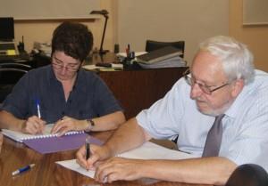 Foto d'arxiu: Signatura del conveni amb Aigües de Manresa