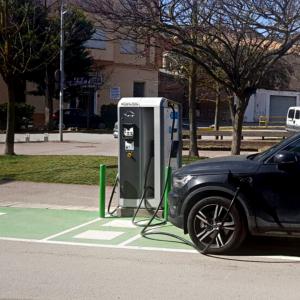 Punt de recàrrega de vehicles elèctrics a Calaf
