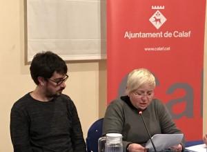 La regidora Montserrat Isern llegint el manifest