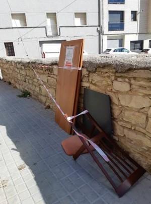 Algú no ho ha fet bé! - campanya sensibilització mobles abandonats al carrer (3/08/2020)