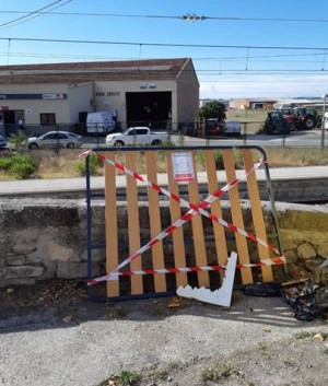 Algú no ho ha fet bé - campanya de sensibilització de mobles abandonats al carrer (03/08/2020)