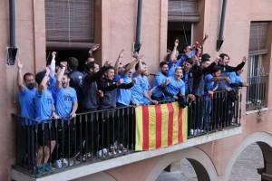 celebracó ascens UE a 2a catalana al balcó de l'Ajuntament de Calaf