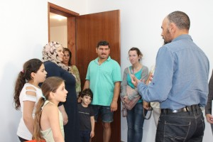 Jordi Badia ha rebut la família de refugiats al seu despatx de l'Ajuntament