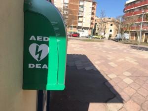 Desfibril·lador fix ubicat a plaça dels Arbres