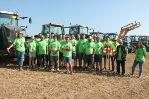 participants tractor festival