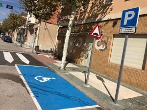 Aparcament per minusvàlids al Passeig Santa Calamanda