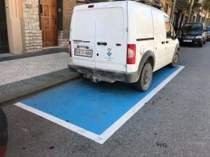 Davant del Casal de la Gent Gran s'ha habilitat un nou aparcament per minusvàlids.