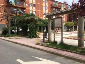 Inici dels treballs de jardineria a la plaça Alta Segarra