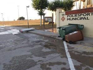 Mobiliari davant piscina pedregada 24 de juliol 2018