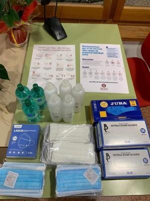 Una de les entregues de materialde protecció cedit per la Diputació de BCN a l'Ajuntament de Calaf