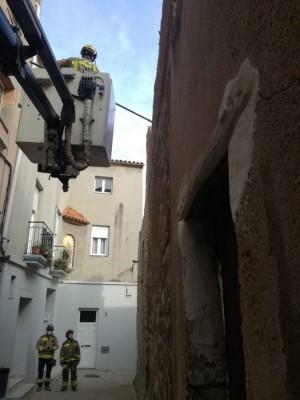 Esfondrament mur d'una casa al carrer Sant Pere de Calaf