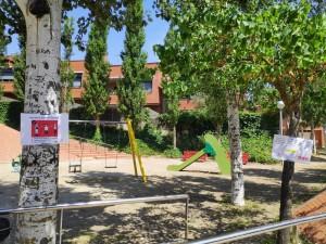 Parc infantil de Calaf amb senyalització de seguretat