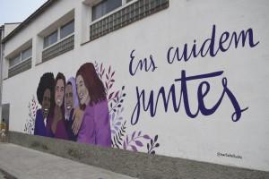 Ens cuidem juntes, mural reivindicatiu del 25N de 2020