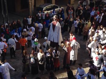 Actuació dels alumnes a la plaça Gran