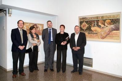 L'alcaldessa, Maria Antònia Trullàs, va recórrer la mostra acompanyada pel director de la Fundació Cultural Caixa Terrassa, Miquel Soler, i per un dels comissaris, el calafí Joan Graells.