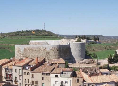 Vista del castell de Calaf, des del campanar (Abril de 2011)