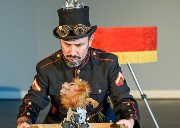 El robot-lleó Boris portarà el teatre del futur a Calaf aquest diumenge, de la mà de Xarxa