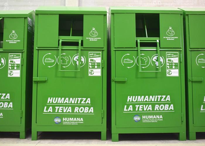 Calaf dóna més de sis tones de roba usada a Humana per a dotar-les d'una finalitat social
