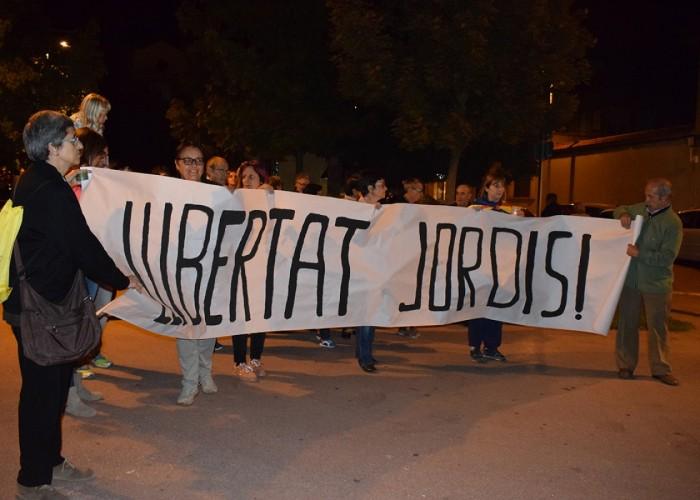 Més de tres-cents calafins es manifesten per demanar la llibertat de Jordi Sànchez i Jordi Cuixart