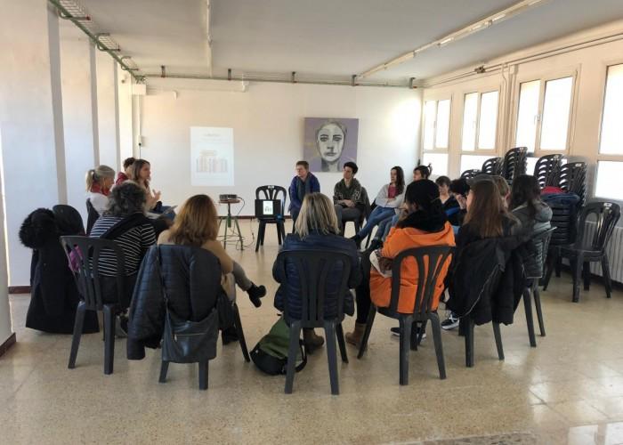 Calaf celebra amb èxit la primera assemblea oberta feminista en el marc del 25N
