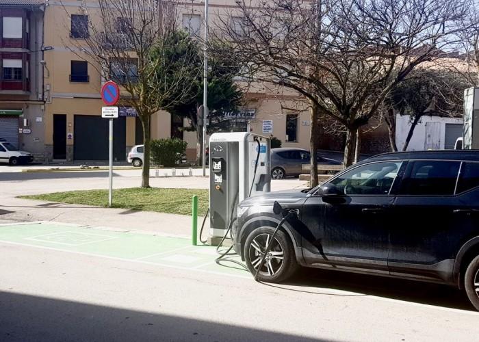 El punt de recàrrega de vehicles elèctrics de Calaf ja està operatiu